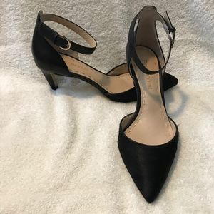 Elegant black heel with ankle strap